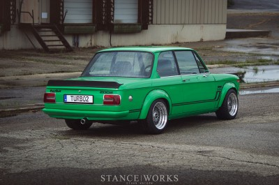 signal-green-bmw-2002-turbo-is-a-work-of-art-photo-gallery_7.jpg